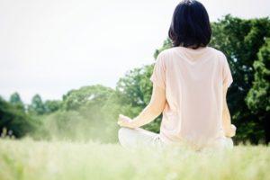 瞑想を通じて感情を癒す