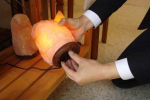 ソルトランプ電球交換1