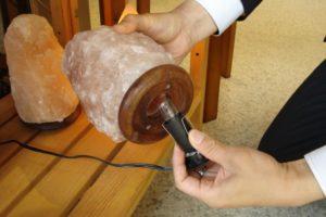 ソルトランプ電球交換2