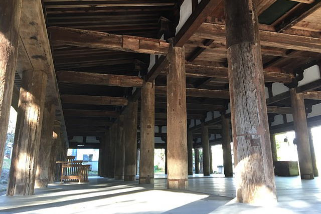 新宮熊野神社長床の柱