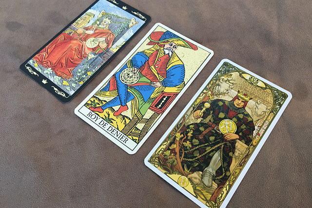 ペンタックルのキングのゴールデンタロットカード