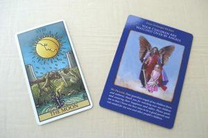 タロットカードとオラクルカードの比較